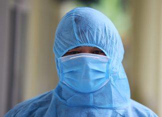 Bệnh nhân Covid-19 người Anh phải thở máy