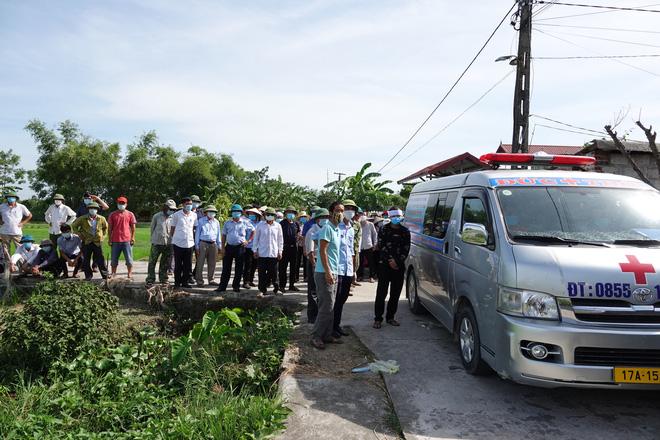 15h chiều 28/6, thi thể các nạn nhân xấu số được đưa đi hoả táng.