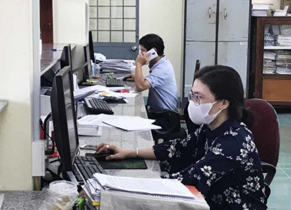Dân văn phòng cuống cuồng thu xếp quay trở lại công ty làm việc sau thời gian dài giãn cách